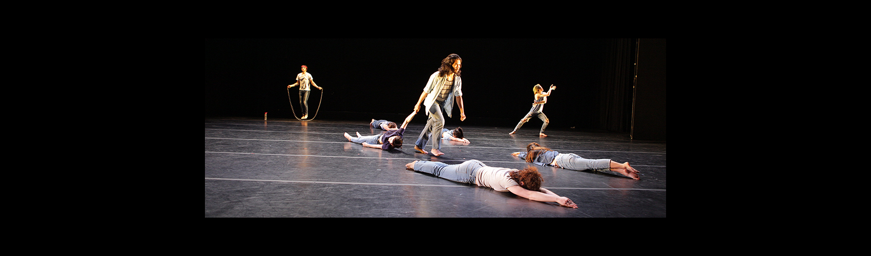 Flocks Are Flying Avalanches — Choreography: Adele Nickel / Photo: Tim Summers