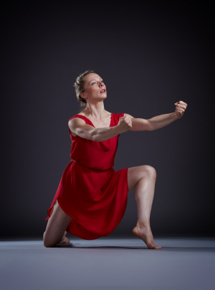 Alexandra Bradshaw in Isadora Duncan's The Revolutionary. Photo by Steve Korn.